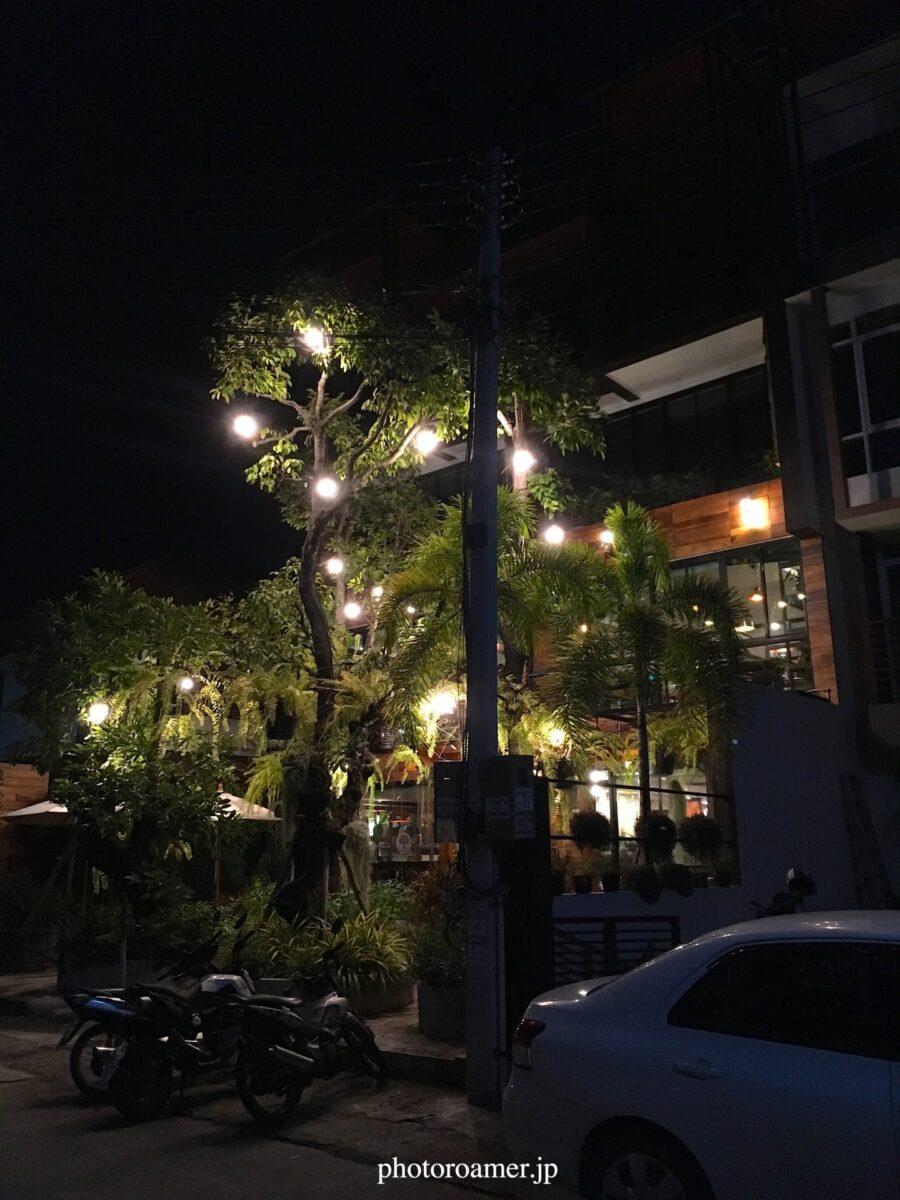 タイ チェンマイ サイト作成 カフェ 夜