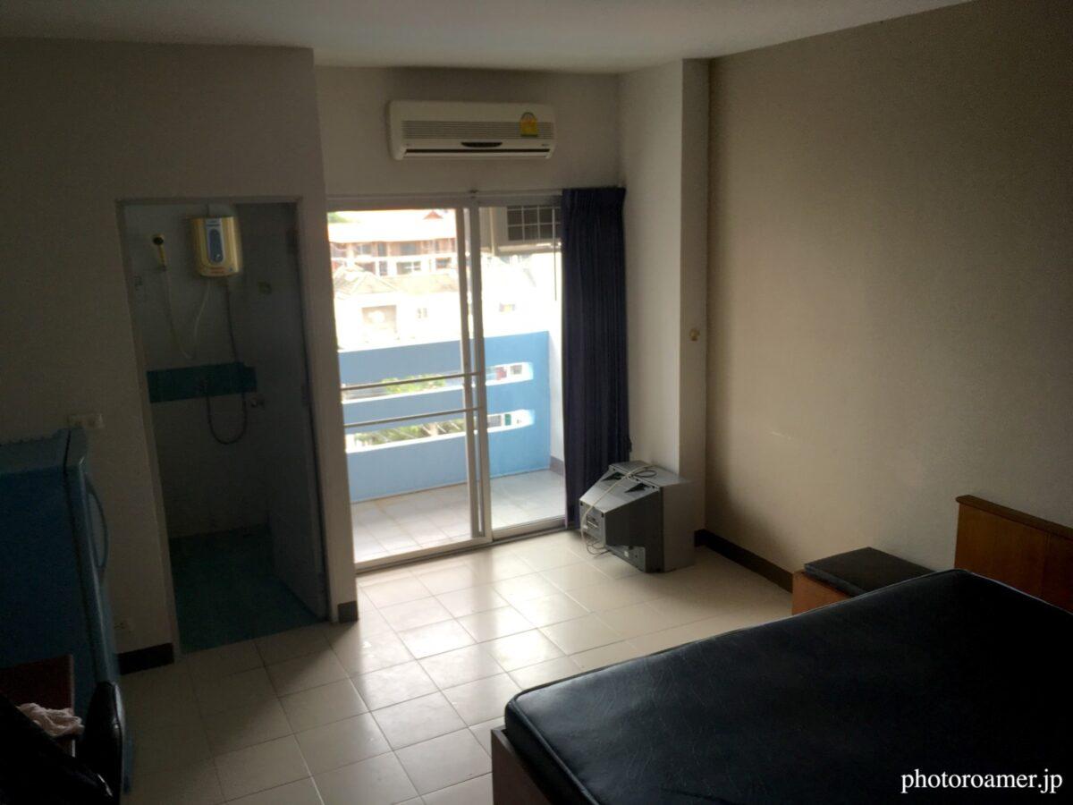 タイ チェンマイ アパート 室内 入り口から