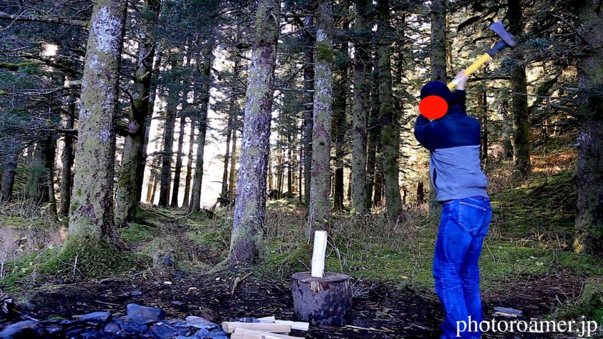 アラスカ キャンプ 薪割り