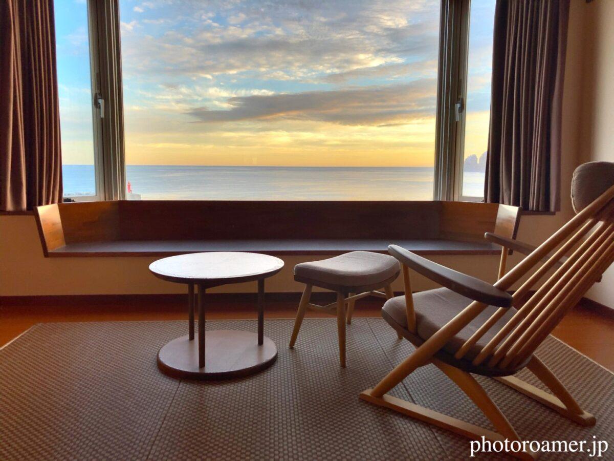 北こぶし知床 ホテル&リゾート 部屋 早朝景色 椅子