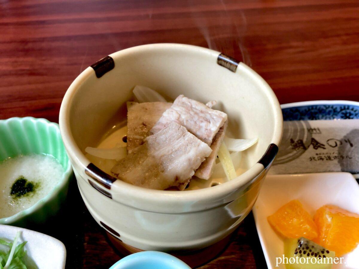 北海道ホテル帯広 朝食 和食 豚肉玉ねぎ蒸し