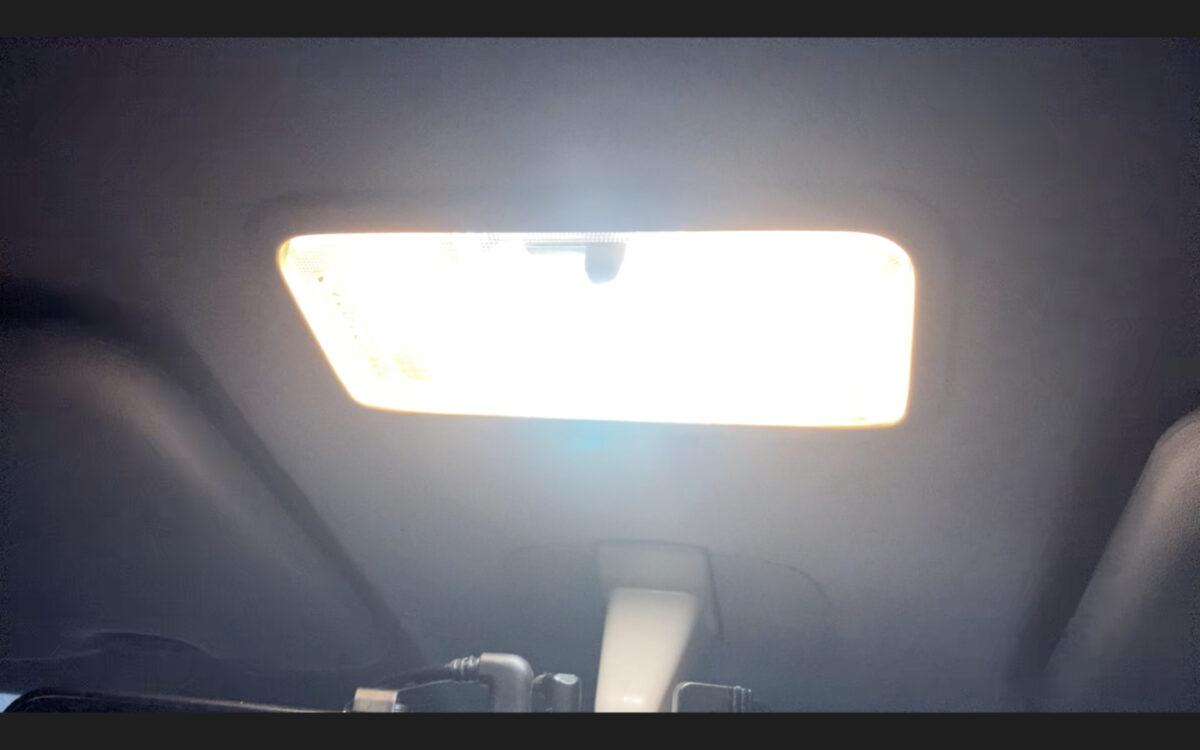 タント ルームランプ 明るさ確認 全点灯