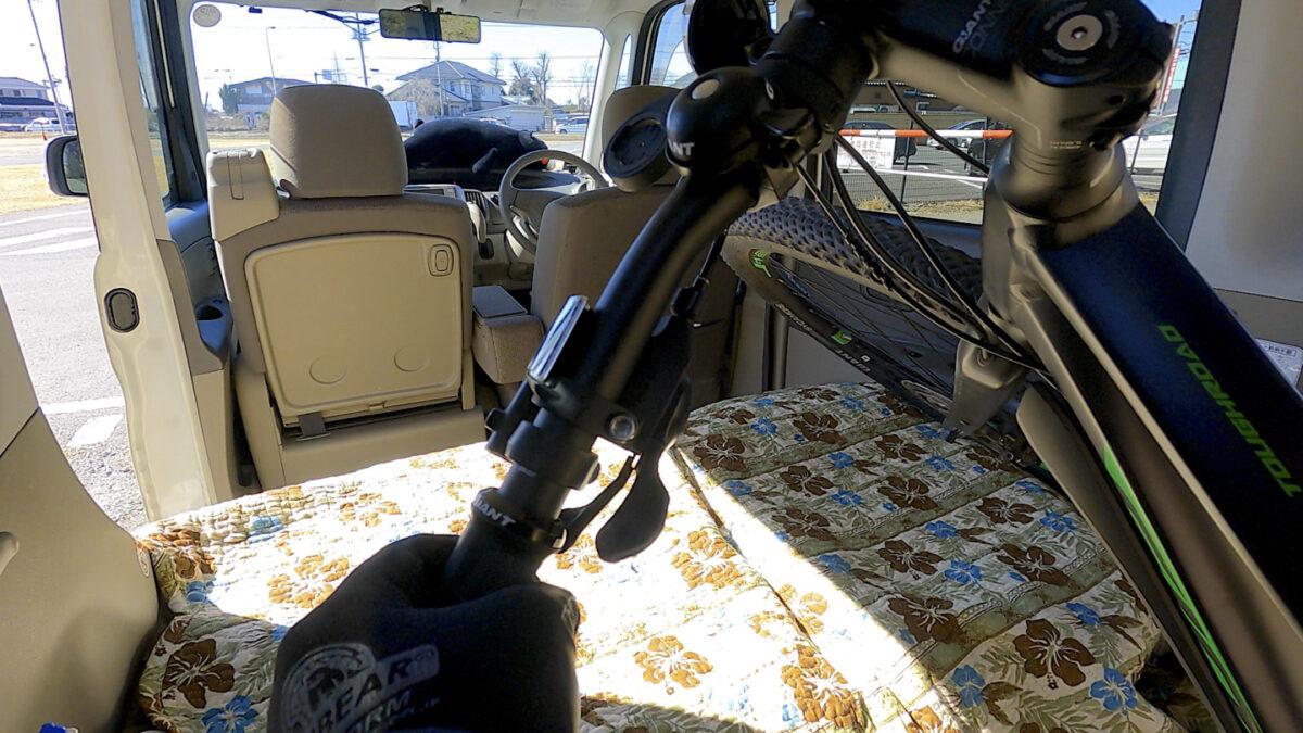タント 自転車 積み方1