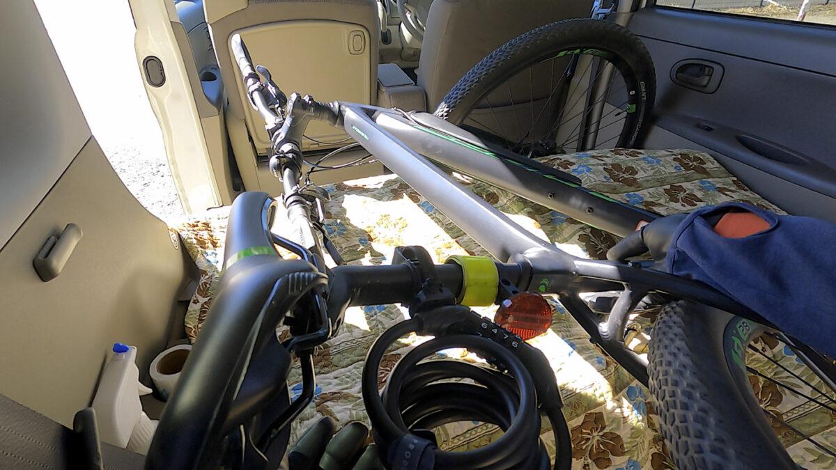 タント 自転車 積み方2