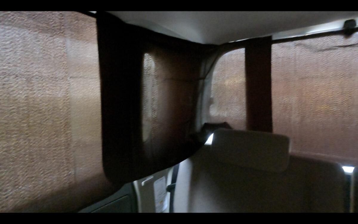 タント 目隠しカーテン 車内 右側後ろ